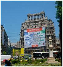 Fig. 3. Poluare vizuală (Bucureşti, Piața Națiunile Unite, 2011, foto. S. C.)
